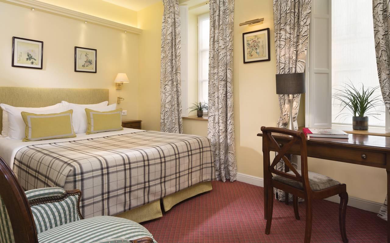 chambres d 39 hotel paris montmartre hotel relais montmartre 4 toiles. Black Bedroom Furniture Sets. Home Design Ideas