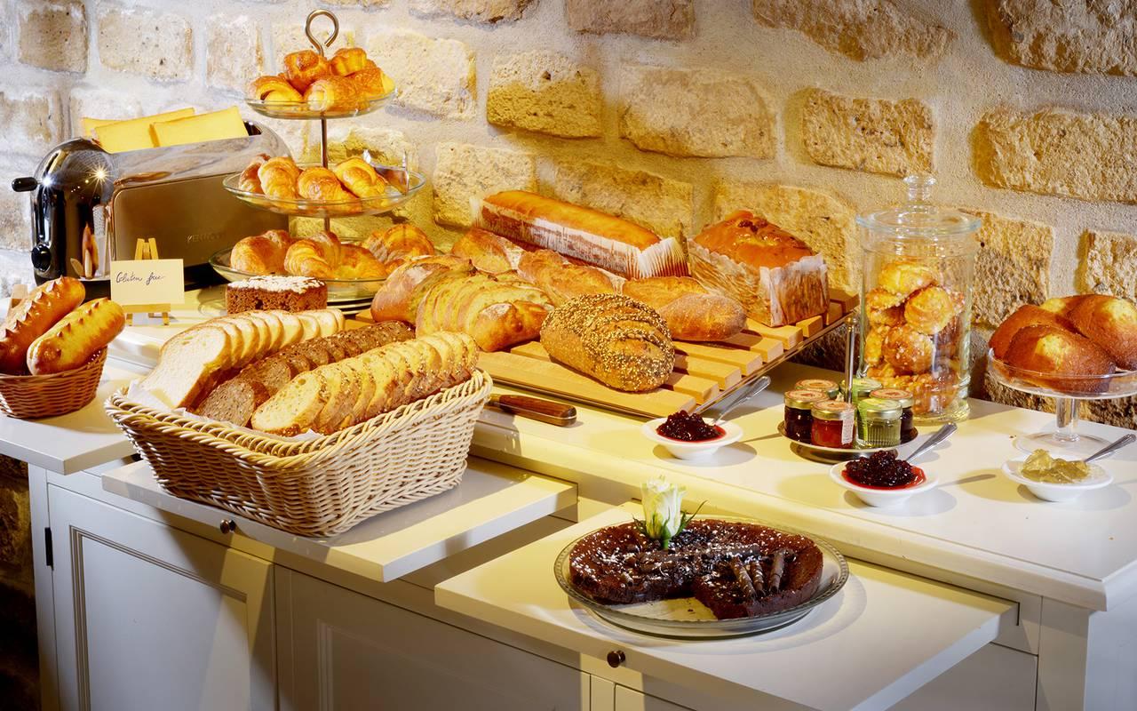 Prima colazione a parigi hotel relais montmartre for Colazione parigi